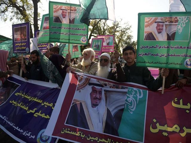 Pakistani Sunni Muslims hold placards bearing images of Saudi King Salman bin Abdulaziz during a protest rally in Islamabad on January 8, 2016, against Iran and in the support of Saudi Arabia.
