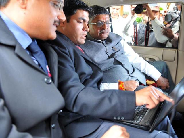 Union minister for telecommunications and information technology Ravi Shankar Prasad assesses quality of BSNL connectivity on his way to Mhow from Indore on Monday.