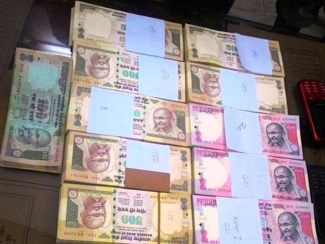 Intelligence officers of the Border Security Force's (BSF) and Malda police on Monday night arrested a man considered to be one of the key figures in the counterfeit money smuggling ring that thrives across the India-Bangladesh border.