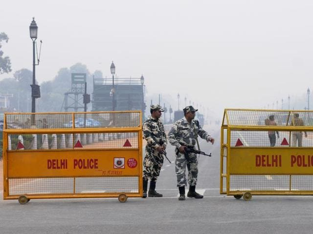 Soldiers of a police force on alert at Rajpath after Pathankot terrorist attack, in New Delhi.