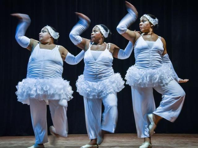 Danza Voluminosa,Cuba,Cuban dancers
