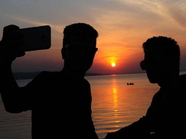 """The Washinton Post has reported that at least 27 """"selfie related"""" deaths around the world last year, about half occurred in India."""