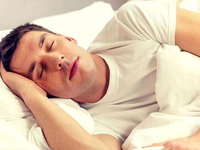 Experts say that young, healthy people who sporadically fail to get sufficient sleep during the work week can reduce their diabetes risk if they catch up on sleep during the weekend.