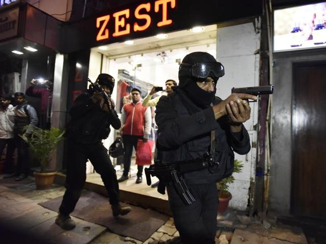 NSG Commandos act out a mock drill conducted by Delhi Police at Khan market area ahead of Republic Day, in New Delhi, India, on Thursday, January 21, 2016.