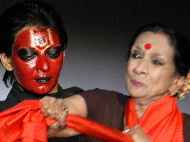 Mallika Sarabhai attacks PM Modi,Mrinalini Sarabhai dies at 97,Prime Minister Narendra Modi