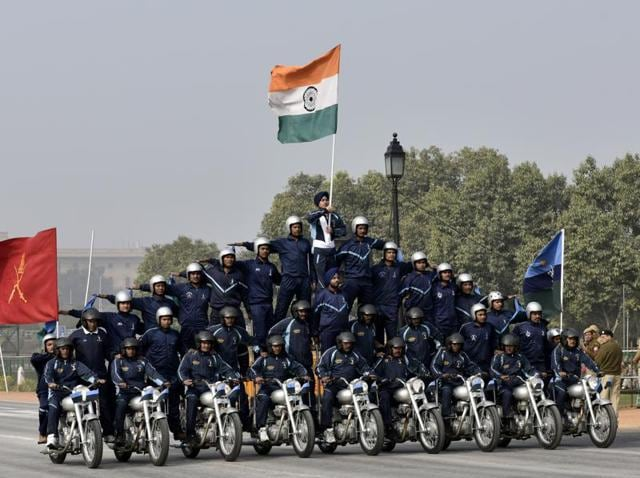 Army dare devils display their skills on motorcycles during rehearsal for Republic Day parade in New Delhi , India, on Thursday, January 21, 2016.