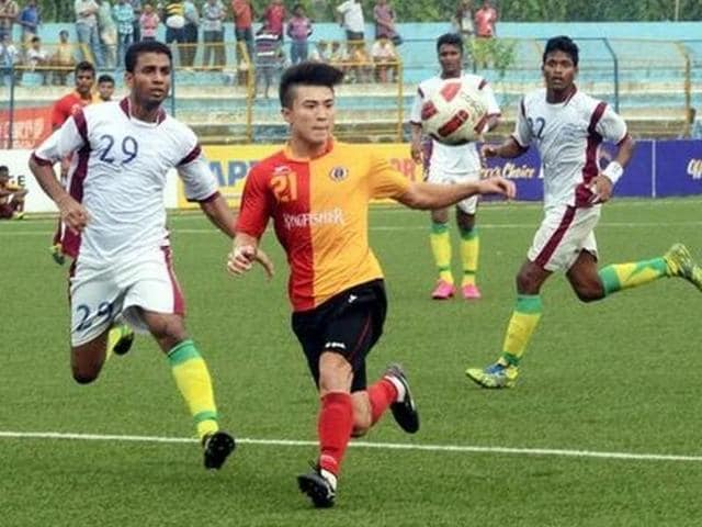 East Bengal and Mohun Bagan will clash in front of a sellout crowd at the Salt Lake Stadium in Kolkata on Saturday.