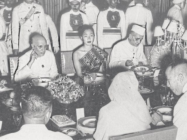 On September 20, 1955, the then PM Jawaharlal Nehru held a state banquet at the Rashtrapati Bhavan in honour of the crown prince of Laos and members of his Party. The chief guest is on the right while his wife and daughter are on Jawaharlal Nehru's right and left respectively.(Archives)