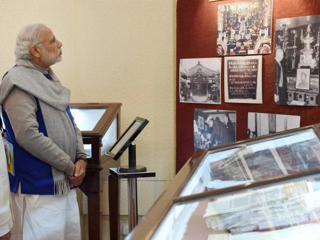 Prime Minister Narendra Modi in a group photograph with the family members of Netaji Subhas Chandra Bose at 7 Race Course Road in New Delhi.