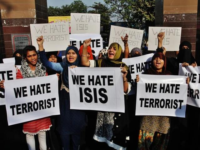 College students protest against the ISIS, outside the Mumbra Railway Station on Saturday.
