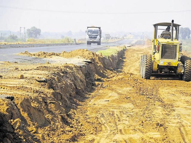 The KMP Expressway was supposed to be completed in 2009 but, it has missed several deadlines since its launch in 2006. The expressway will connect the eastern and western peripheral roads via Delhi, decongesting the capital.