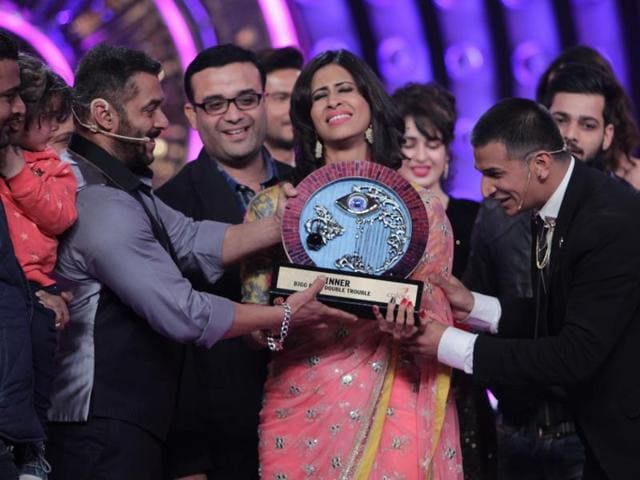 Prince Narula accepts the Bigg Boss 9 trophy from Salman Khan after being declared the winner. Kishwer, however, is finding it hard to let go.