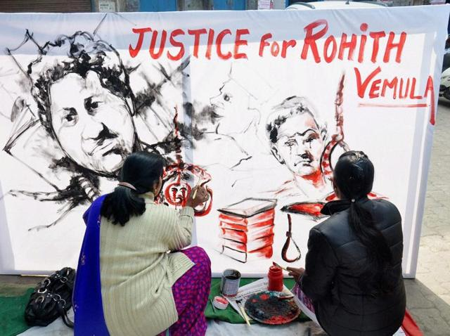 Artists from Moradabad pay tributes to Rohith Vemula, who committed suicide at the Hyderabad Central University.(PTI)