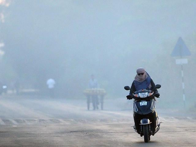 According to the Indian Meteorological Department (IMD), maximum temperatures at south Mumbai rose to 4.7 degrees above normal at 34.2 degrees Celsius .