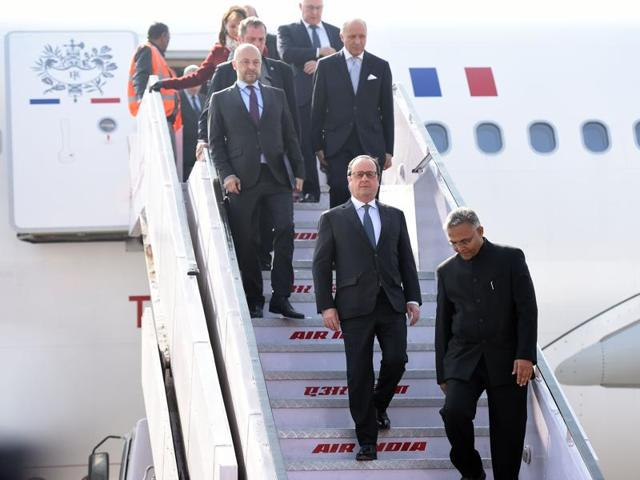 French President Francois Hollande lands in Chandigarh