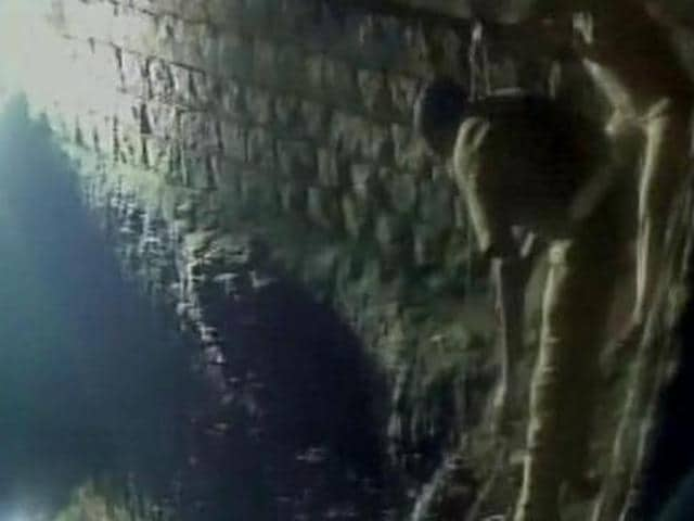 Three female students from SVS Naturopathy and Yoga College in Villupuram drowned themselves in a well near their college as part of a suicide pact.