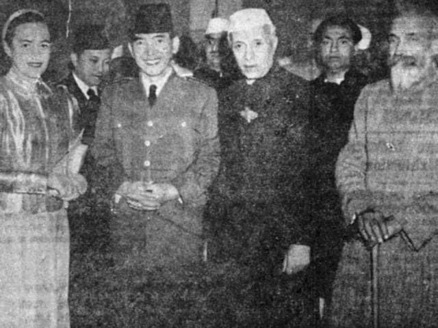 India's first prime minister Jawaharlal Nehru receiving Indonesian president Dr Soekarno, guest of honour for India's first Republic Day. Also in the photo are Dorothy Norman, American writer and Purushottam Das Tandon.