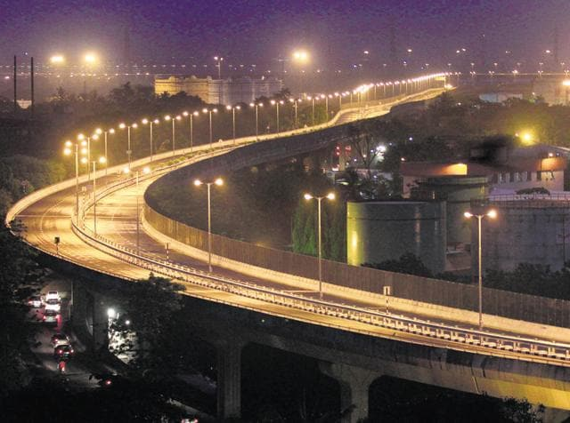 The 16.4-km Eastern Freeway is divided into three phases — 9.3-km Orange Gate to Anik junction, 4.3-km Anik Junction to Panjarpol Link Road (APLR) and 2.8-km Panjarpol to Ghatkopar- Mankhurd Link Road (PGLR).