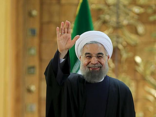 Iranian President Hassan Rouhani waves during a news conference in Tehran, Iran January 17, 2016.  Rouhani is visiting Italy at the start of his first European tour after the lifting of sanctions against the Islamic Republic.