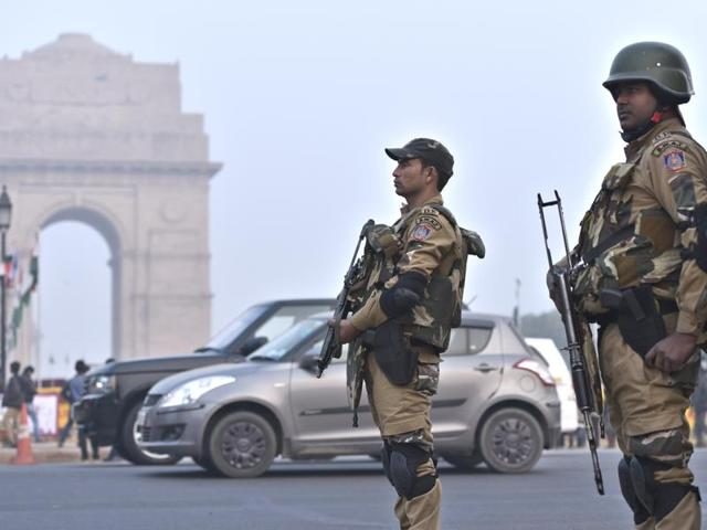 Delhi police commandos near India Gate as the security tightened for the upcoming Republic Day celebration in New Delhi.