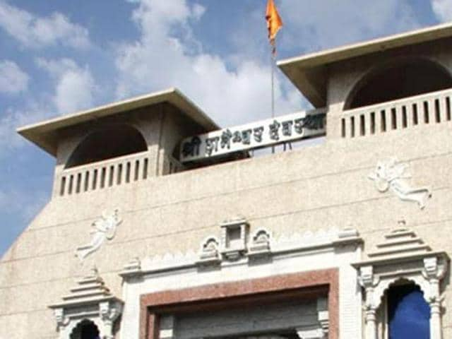 Around 400 women left for Shani Shingnapur from Pune early on Tuesday morning to break a decades-old tradition that has prohibited women from entering the sanctum sanctorum of the deity lord Shan