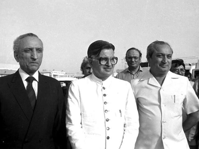 In this file photo, former minister of state for external affairs Khurshid Alam (centre) is seen with Pakistan foreign minister Sahibzada Yaqub Khan (left) in Delhi in July 1985.