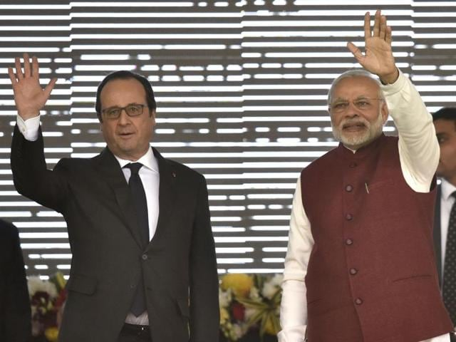 Prime Minister Narendra Modi, French President Francois Hollande and Piyush Goyal during the inauguration of the interim secretariat of the International Solar Alliance & foundation stone laying ceremony of International Solar Alliance headquarters at Gurgaon on Monday.