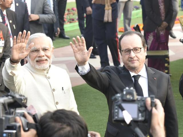 French President Francois Hollande, President Pranab Mukherjee and Prime Minister Narendra Modi at the Rashtrapati Bhavan in NewDelhi