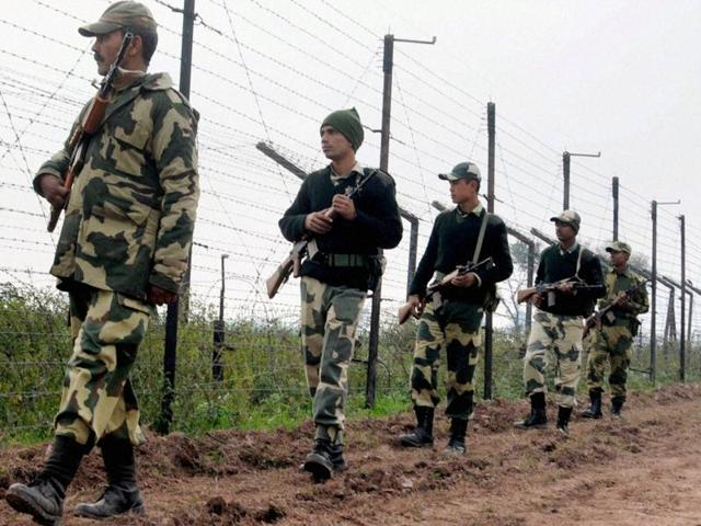 Pathankot: Border Security Force (BSF) soldiers patrol the border fence at Bamial border in Pathankot on Monday. The security has been beefed up in the wake of the recent attacks. PTI Photo (PTI1_4_2016_000243B)
