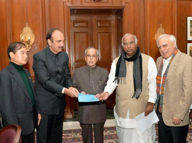 Leader of Congress in Lok Sabha Mallikarjun Kharge with party leaders Ghulam Nabi Azad, Kapil Sibal and V Narayanasamy had submitted a memorandum to President Pranab Mukherjee on Arunachal Pradesh issue on Monday.