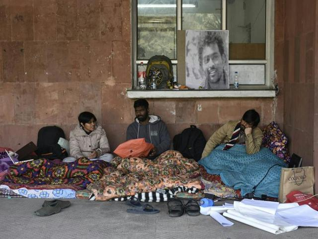 Students of Jawaharlal Nehru University (JNU) on indefinite hunger strike as a protest against the death of PhD scholar Rohith Vemula.(Saumya Khandelwal/HT)