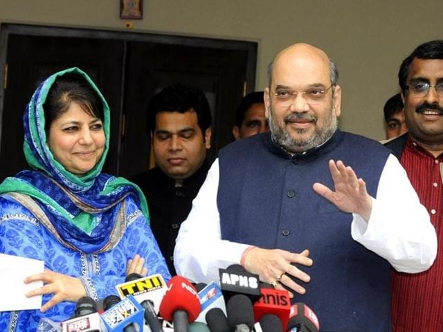 The BJP should know that Mehbooba Mufti is on the defensive; she is battling intense criticism from Srinagar's intelligentsia who portray mainstream party figures as political entrepreneurs who do New Delhi's bidding(HT File Photo)