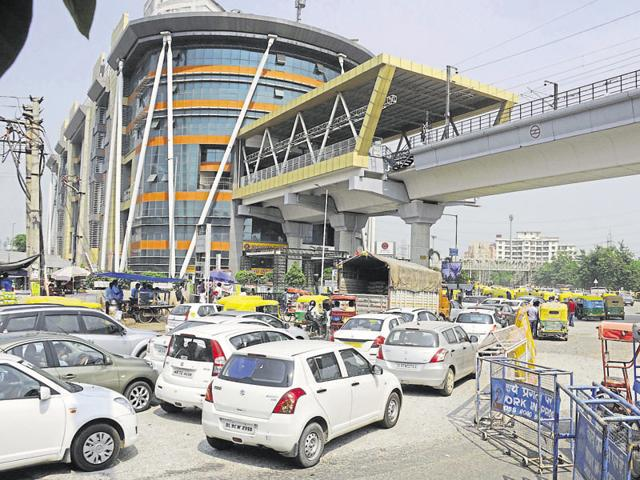 Traffic jam and congestions were seen on the Delhi-Gurgaon Expressway and other busy intersections in Gurgaon.