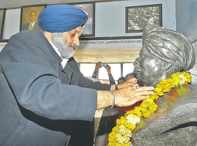 Deputy chief minister Sukhbir Singh Badal paying tributes to martyr Lala Lajpat Rai on his 150th birth anniversary celebrations at his birthplace village Dhudike in Moga on Thursday.
