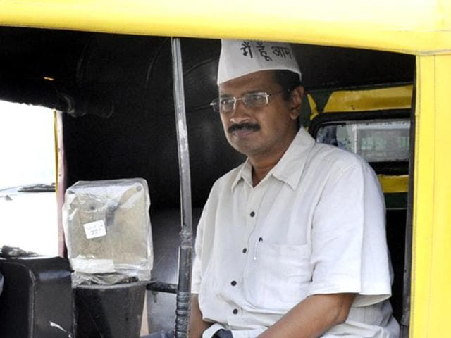 Kejriwal takes an autorickshaw ride during a visit to Delhi's Tughlaq lane slums. (HT Photo/ Sunil Saxena)
