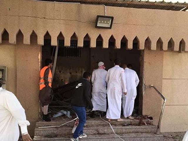 The Imam Reza Mosque in the neighbourhood of Mehasin was attacked by two gunmen.