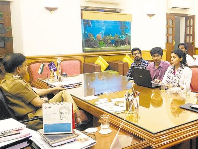 Twitter,Mumbai Police,Javed Ahmed