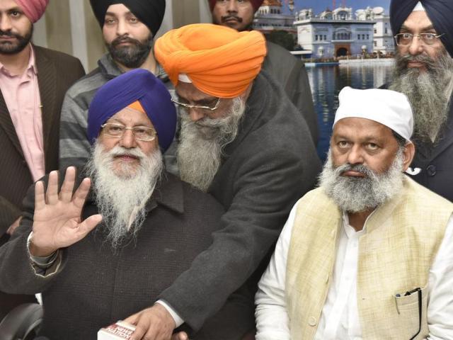 SGPC chief Avtar Singh  Makkar with Haryana minister Anil Vij