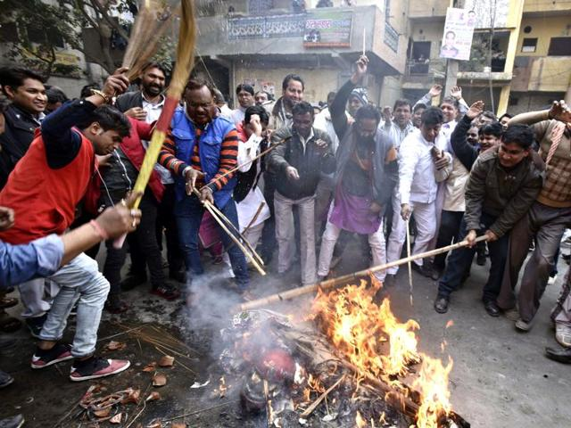 While the protests outside the transport minister's  residence were on, scores of municipal workers led demonstration at various areas in Delhi.