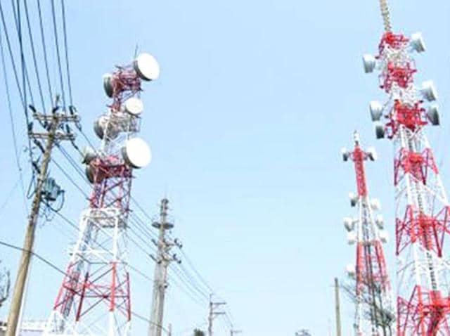 Bureaucratic reshuffle,Telecom secretary Rakesh Garg,Call drops issue