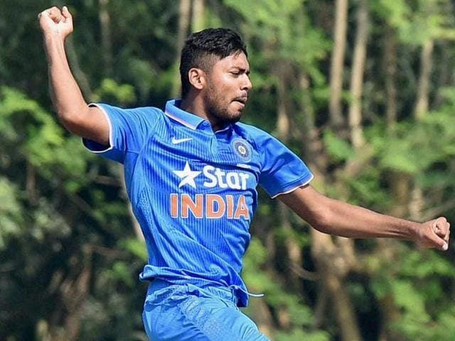 India's U-19 bowler Avesh Khan banged it in short and pushed the batsmen on the back foot.