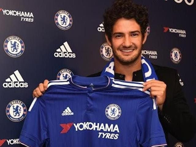 Chelsea completed the loan signing of Brazilian striker Alexandre Pato  on Friday.