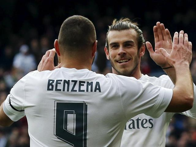 Football Soccer - Real Madrid v Sporting Gijon - Spanish Liga BBVA - Santiago Bernabeu, Madrid, Spain - 17/01/16 Real Madrid's Karim Benzema celebrates his second goal against Sporting Gijon with team mate Gareth Bale. REUTERS/Andrea Comas