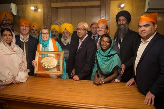 Ontario's Premier Kathleen Wynne was on Sunday accorded a red carpet welcome at the Golden Temple in Amritsar  but was not offered the traditional 'Siropa' (robe of honour) by the Shiromani Gurudwara Prabandhak Committee due to her views on same-sex marriages