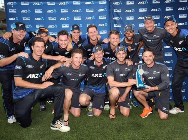 Adam Milne (L) and Mitchell Santner (R) of New Zealand smile after scoring the winning runs during the third one-day international cricket match against Pakistan at Eden Park in Auckland on January 31, 2016.