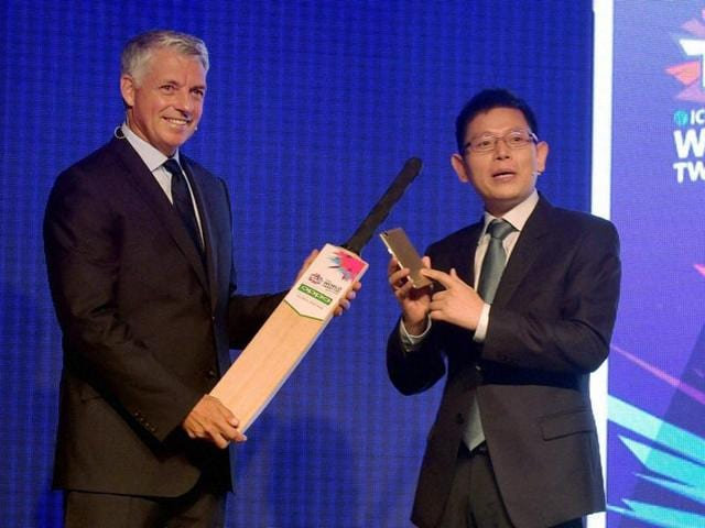 Chief Executive ICC David Richardson pose for media during the announcement of their global partnership with Oppo Global.