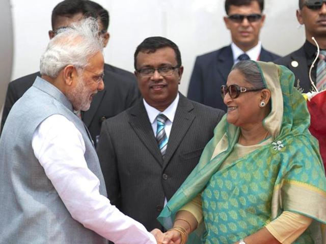 Prime Minister Narendra Modi with his Bangladeshi counterpart Sheikh Hasina in Dhaka to finalise a historic land pact.(AFP File Photo)