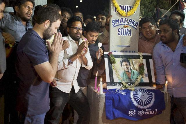 Hyderabad: Congress Vice President Rahul Gandhi ineracts with students agitating over Rohith Vemula's death at University of Hyderabad on Saturday.