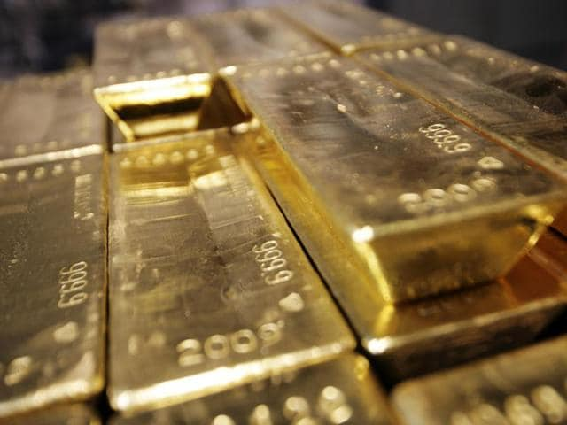 Customs officials arrested a man for allegedly trying to sneak out gold worth Rs1 crore in his cast.