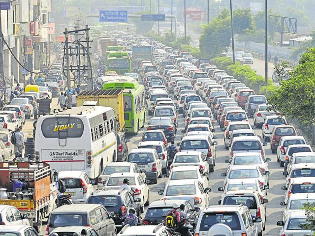 The traffic police claim to have fined around 2,500 people for using pressure horns in November 2015.